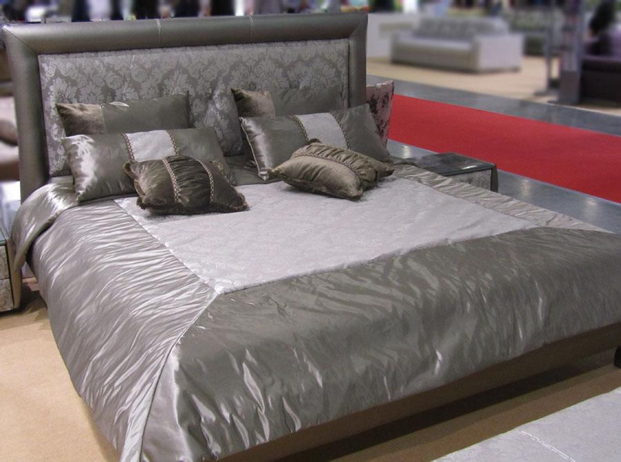 Покрывало на двуспальную кровать и комплект декоративных